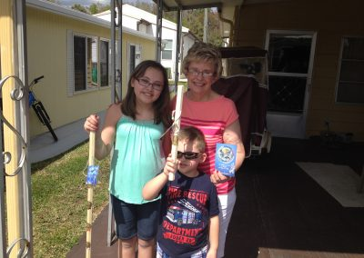 Florida: Mrs. Knapp sharing the Gospel with her grandchildren